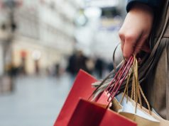 UK retail sales drop in August