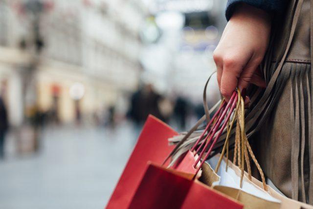 UK retail sales drop in August